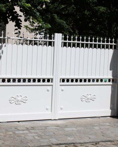 Double portail coulissant awesome portail de garage for Portail de garage electrique sur mesure