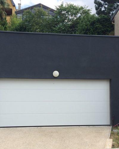 Porte de garage sectionnelle LPU40 à rainures L