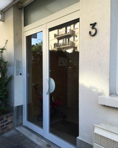 Porte entrée d'immeuble sur rue ©preciselec