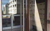 Porte d'entrée d'immeuble laquée brun terre ©preciselec