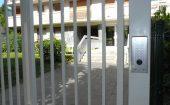 portillon et contrôle d'accès sur poteau technique ©preciselec