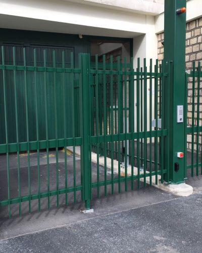 fermeture de résidence par portail et portillon barreaudés ©preciselec