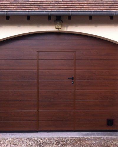 porte sectionnelle cintrée avec portillon incorporé ©preciselec