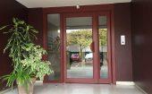 Porte technal alu rouge pour entrée d'immeuble ©preciselec