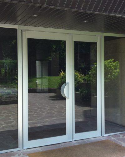 Porte d'entrée d'immeuble technal ton naturel ©preciselec