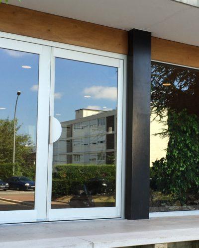Porte entrée immeuble à vélizy Technal aluminium ©preciselec