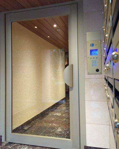 porte entrée de résidence aluminium Technal ©preciselec