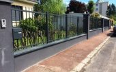 Fourniture et pose d'une clôture barreaudée alu style fer forgé ©preciselec