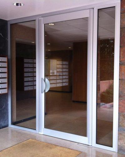 porte d'entrée d'immeuble technal à ventouses - réalisation l'hay les roses ©preciselec