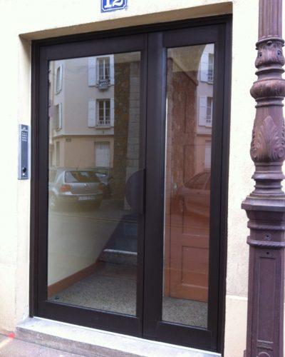 porte entree immeuble brun satiné alu ©preciselec