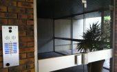 porte vitrée avec bandeau guidotti à ventouse ©preciselec